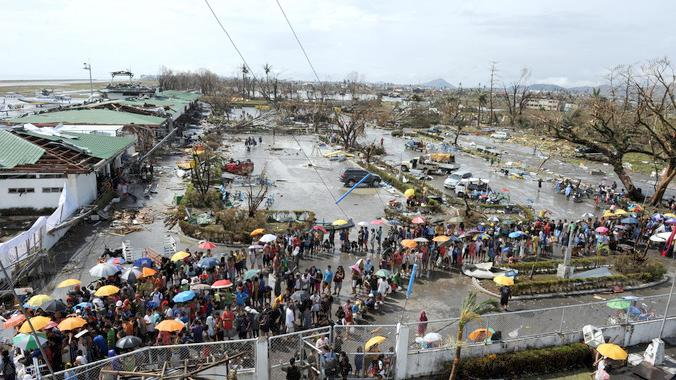 typhoon-haiyan-survivors-in-philippines