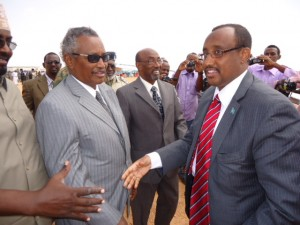 Puntland president Abdirahman Mohamed Farole (left) and president-elect Abdiweli Mohamed Ali Gaas (right).