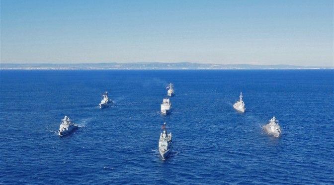 surface-ships-sail-information-during-exercise-proud-manta-2013