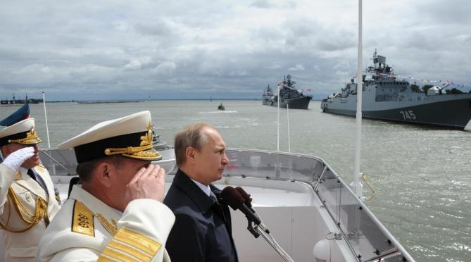 Russian President Vladimir Putin, centre, reviews a Navy parade in Baltisk, western Russia, Sunday, July  26, 2015 during celebration for Russian Navy Day.  (Mikhail Klimentyev/RIA-Novosti, Kremlin Pool Photo via AP)