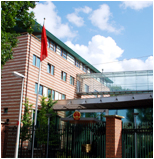 "8,- ""Chinese Embassy to the Netherlands. While refusing to take part in the arbitration proceedings, China has regularly communicated with the Court, often through this Embassy."