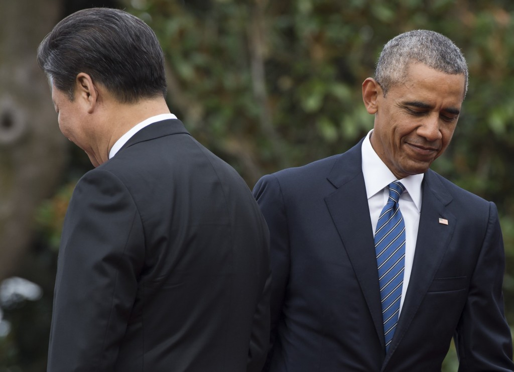Chinese President Xi Jinping (left) and U.S. President Barack Obama participate in an arrival ceremony for Xi at the White House on September 25. (Photo credit: Saul Loeb/AFP/Getty Images)