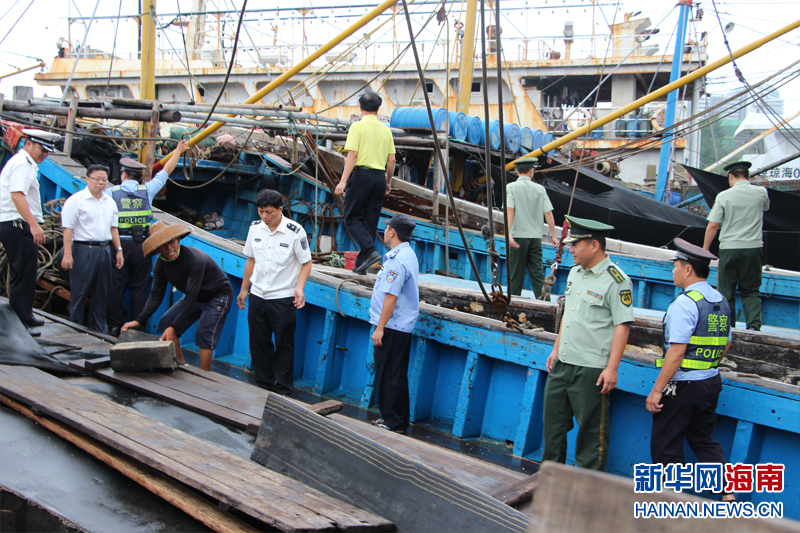 16 September 2015: Over 150 fisheries and public security personnel make a show of authority, inspecting Tanmen boats and handicraft stores for evidence of endangered species harvesting. Reports state, improbably, that they found no evidence of illegal harvesting.