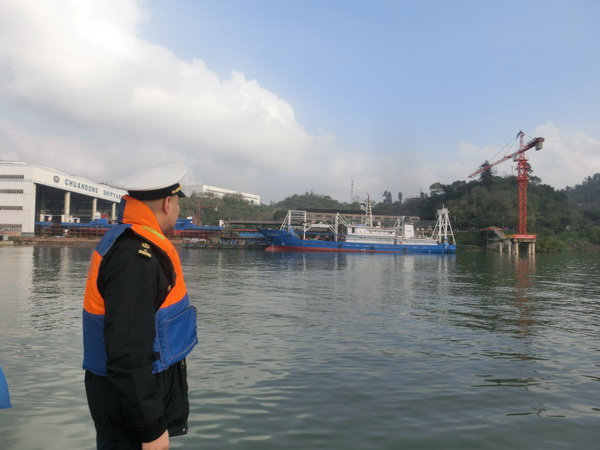 21 December 2015: Fuling Maritime Safety Department posted photos of Qiongsanshayu 00209 and Qiongsanshayu 00210 leaving the Chuandong Shipyard. Additional vessels can be seen under construction in the yard. Image source: Fuling Government